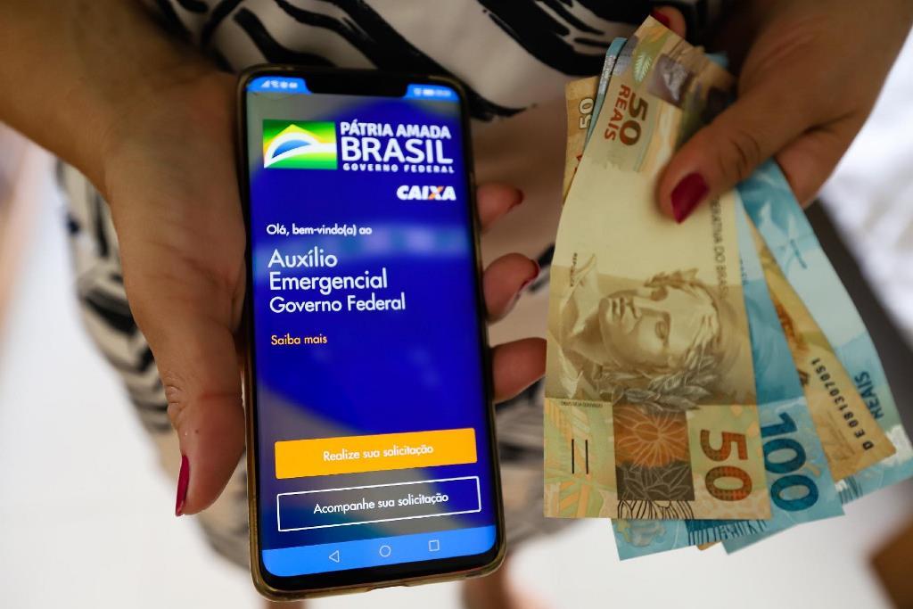 TCU estima que pagamentos irregulares do auxílio emergencial somaram R$ 54,6 bilhões